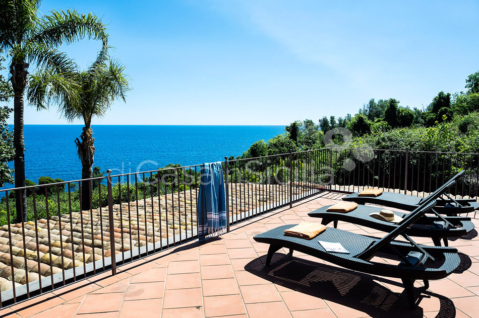 La Timpa Seafront Villa with Pool for rent near Acireale Sicily - 11