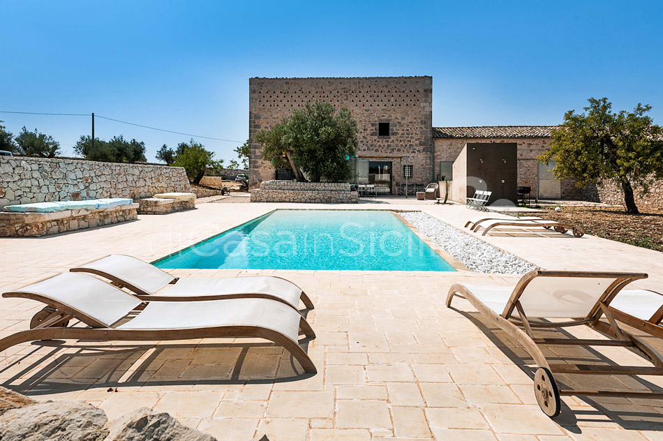Le Edicole Design Villa with Pool for rent Countryside Ragusa Sicily - 5