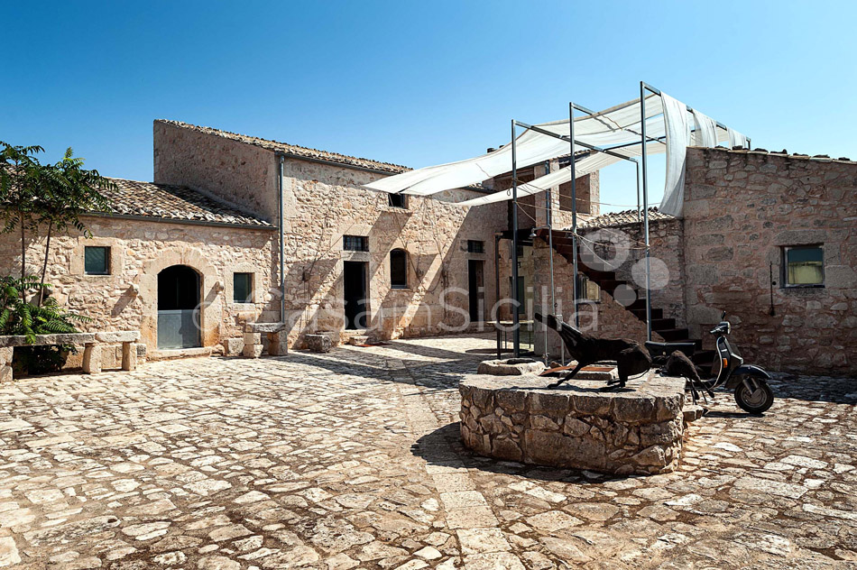 Le Edicole Design Villa with Pool for rent Countryside Ragusa Sicily - 10