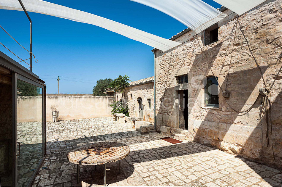 Le Edicole Design Villa with Pool for rent Countryside Ragusa Sicily - 12