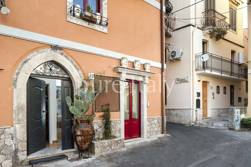 Charming Sicilian holiday homes in Taormina centre | Pure Italy - 1