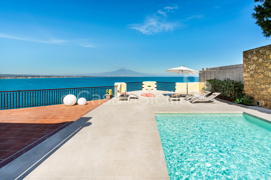 Baia del Riccio Seafront Sicily Villa Rental with Pool in Augusta - 9