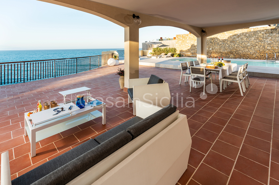 Baia del Riccio Seafront Sicily Villa Rental with Pool in Augusta - 20