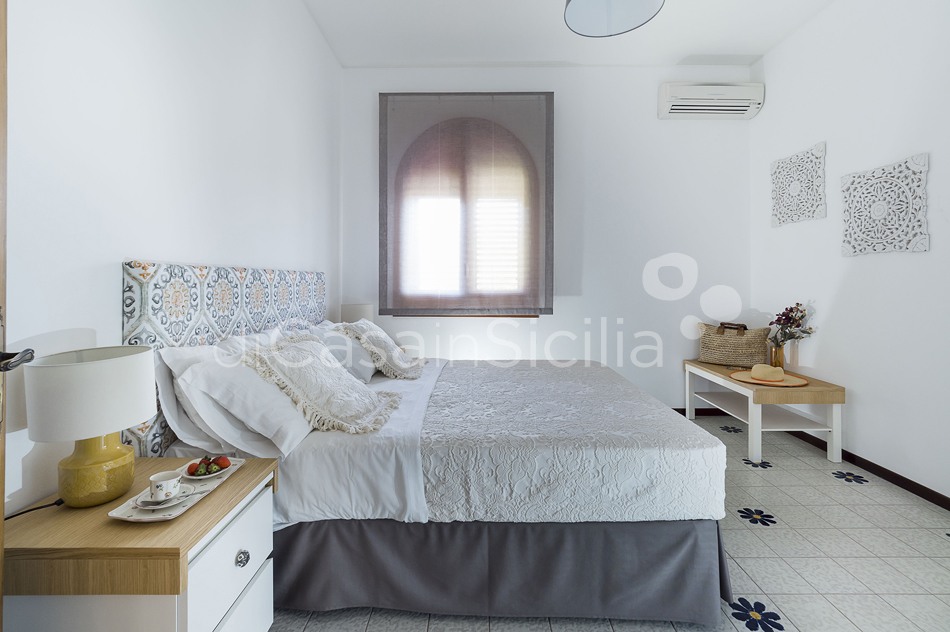 Baia del Riccio Seafront Sicily Villa Rental with Pool in Augusta - 40