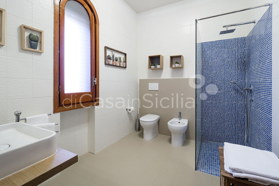 Baia del Riccio Seafront Sicily Villa Rental with Pool in Augusta - 47