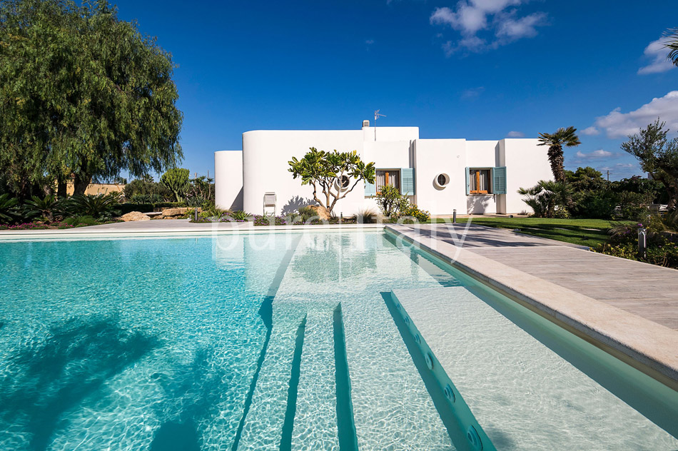 Seaside Villa with pool, west coast, salt pans in Sicily| Pure Italy - 7