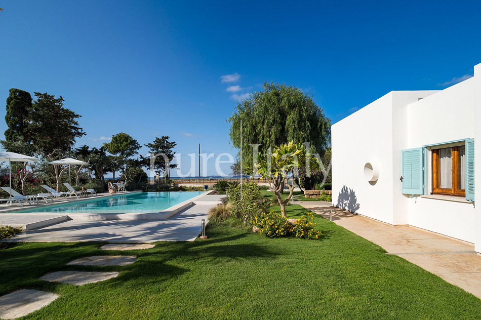 Seaside Villa with pool, west coast, salt pans in Sicily| Pure Italy - 9