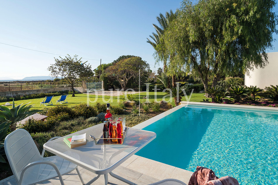 Seaside Villa with pool, west coast, salt pans in Sicily| Pure Italy - 12