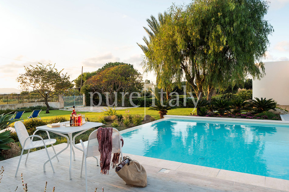 Seaside Villa with pool, west coast, salt pans in Sicily| Pure Italy - 13