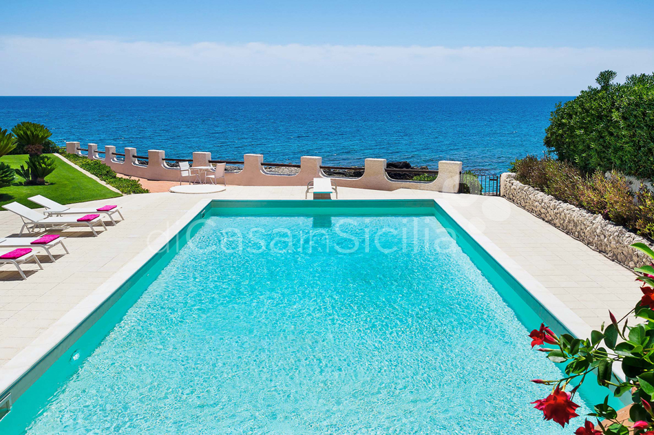 Blue Moon Sicily Luxury Sea Villa with Pool for rent Fontane Bianche - 2