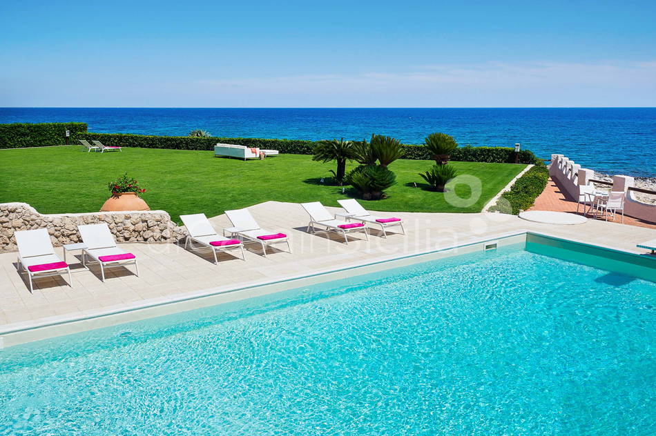 Blue Moon Sicily Luxury Sea Villa with Pool for rent Fontane Bianche - 4