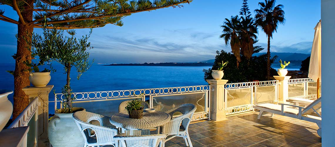 Antares Luxury Seafront Villa with Pool for rent Fontane Bianche Sicily - 1
