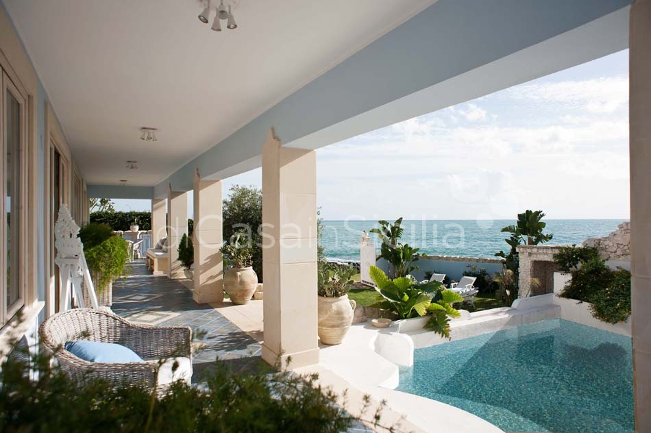Antares Luxury Seafront Villa with Pool for rent Fontane Bianche Sicily - 8