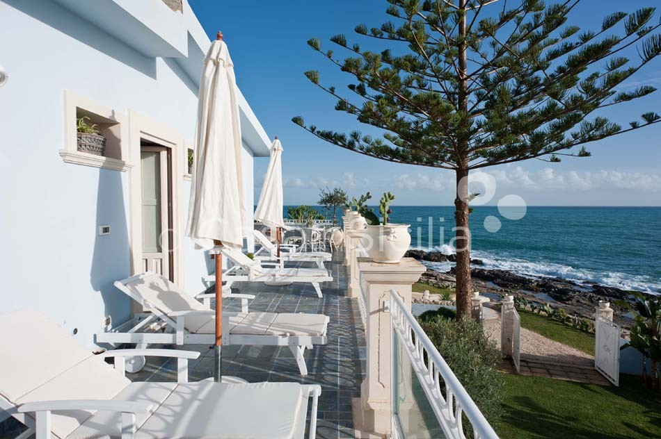 Antares Luxury Seafront Villa with Pool for rent Fontane Bianche Sicily - 12