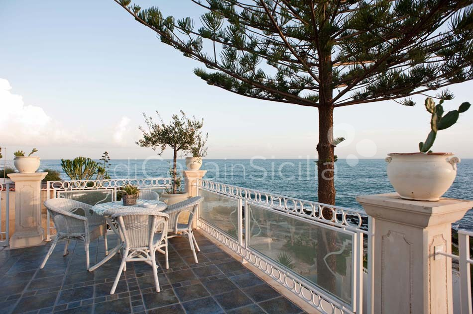 Antares Luxury Seafront Villa with Pool for rent Fontane Bianche Sicily - 13
