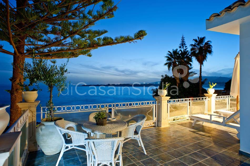 Antares Luxury Seafront Villa with Pool for rent Fontane Bianche Sicily - 14