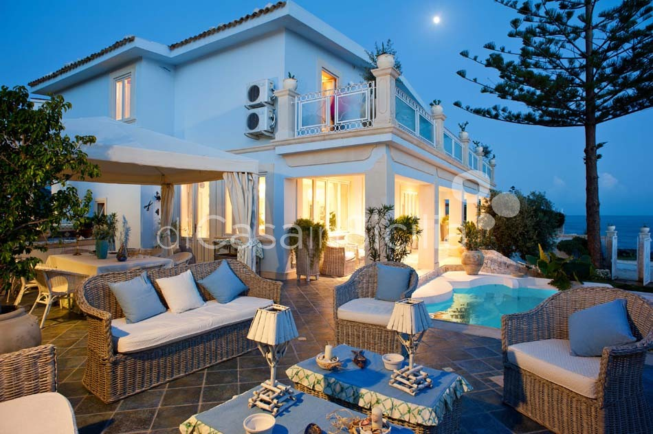 Antares Luxury Seafront Villa with Pool for rent Fontane Bianche Sicily - 15