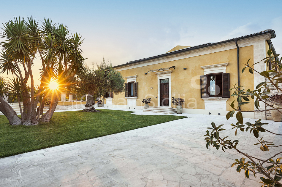 Villa Carolina Family Villa Rental with Pool with Hot Tub Noto Sicily - 9