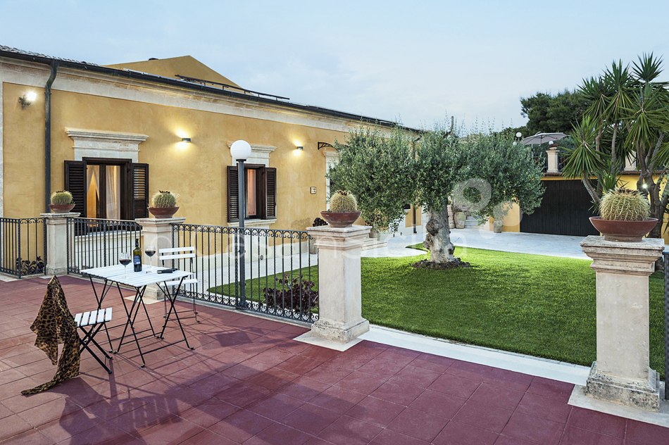 Villa Carolina Family Villa Rental with Pool with Hot Tub Noto Sicily - 10