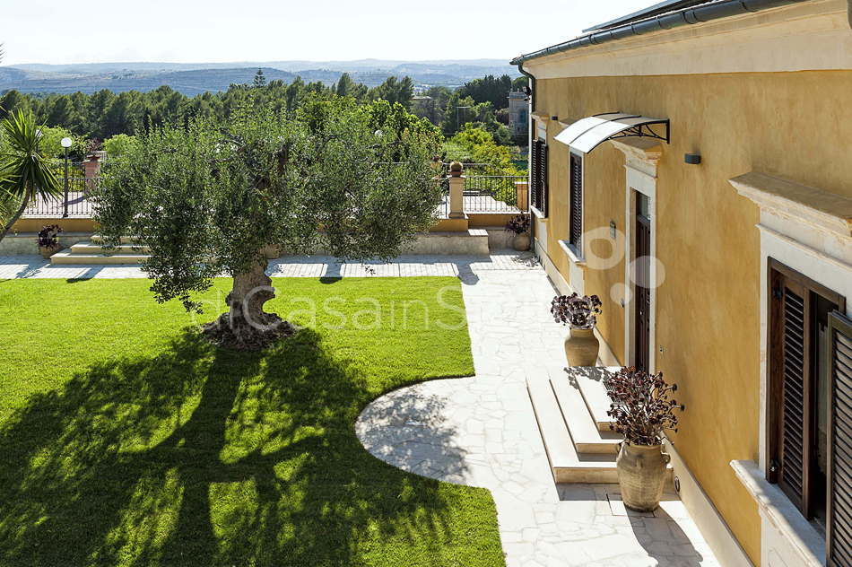 Villa Carolina Family Villa Rental with Pool with Hot Tub Noto Sicily - 11