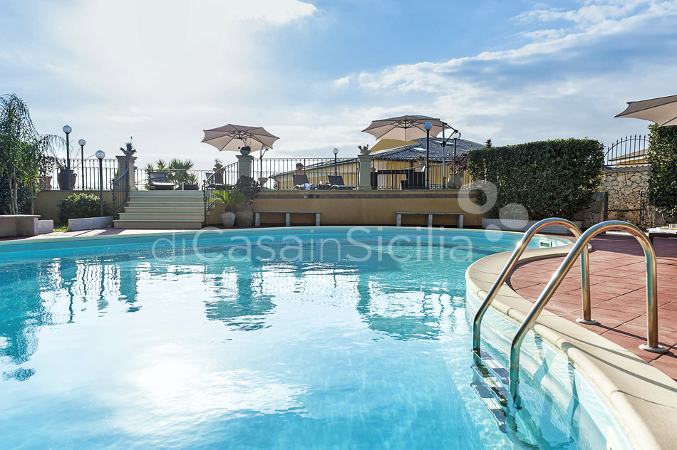 Villa Carolina Family Villa Rental with Pool with Hot Tub Noto Sicily - 15
