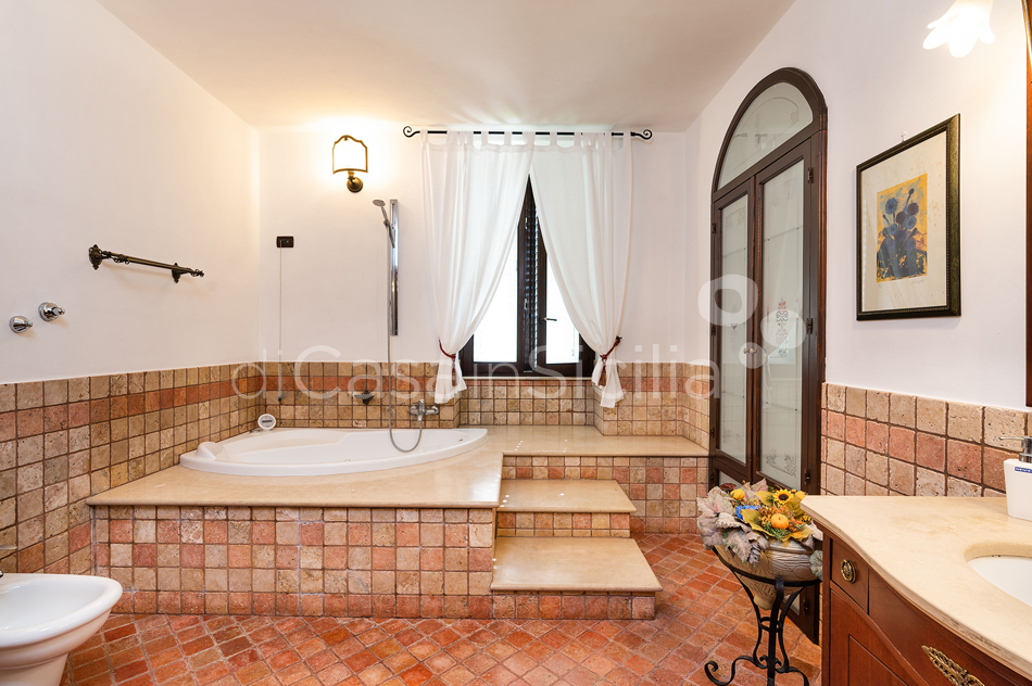 Villa Carolina Family Villa Rental with Pool with Hot Tub Noto Sicily - 37
