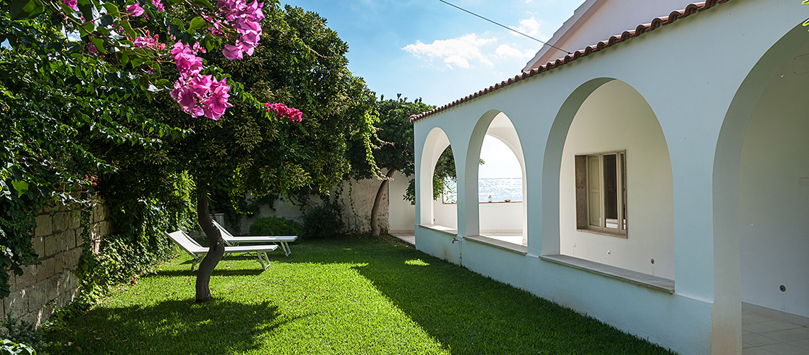 Brezza Marina Seafront Villa for rent near Noto Sicily - 1