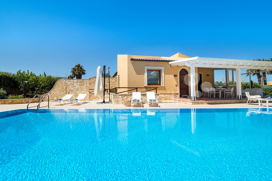 Afrodite Sicily Villa by the sea with Pool for rent in Cornino  - 9