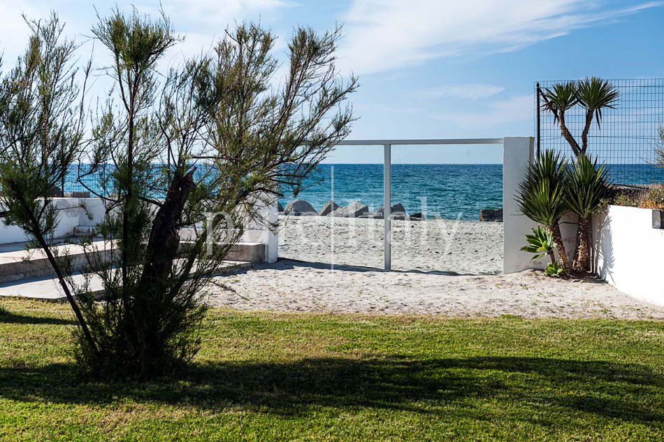 Seaside villas with direct sea access, North-east Sicily|Pure Italy - 11