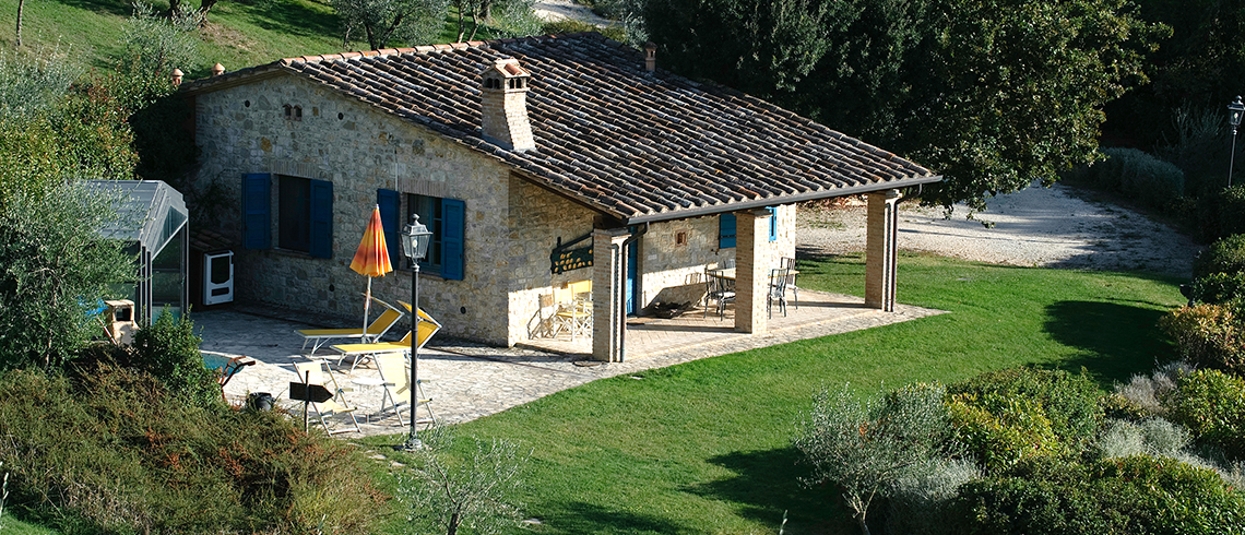 Holiday country homes with Jacuzzi, Umbria | Pure Italy - 0