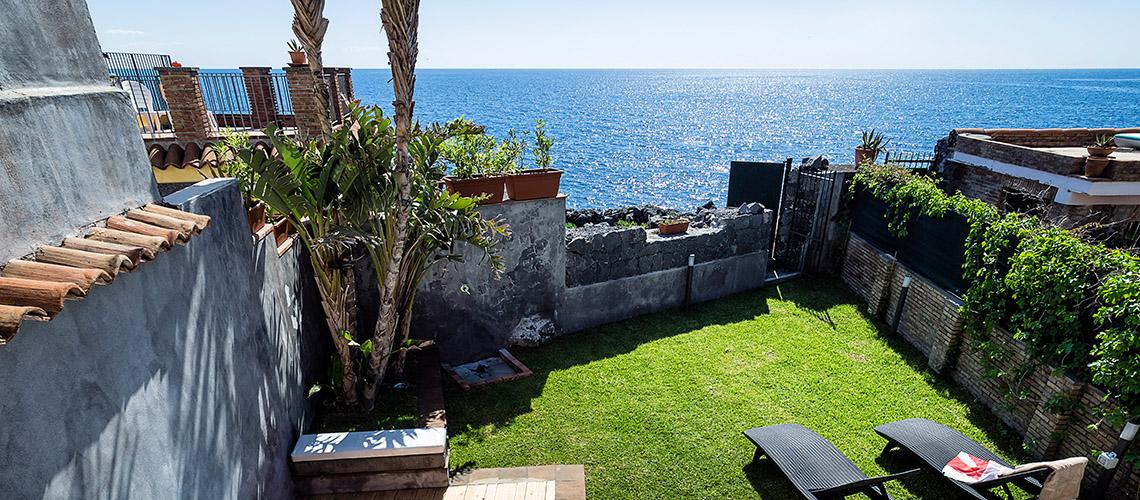 Case fronte mare nei borghi della Riviera Ionica|Di Casa in Sicilia - 0