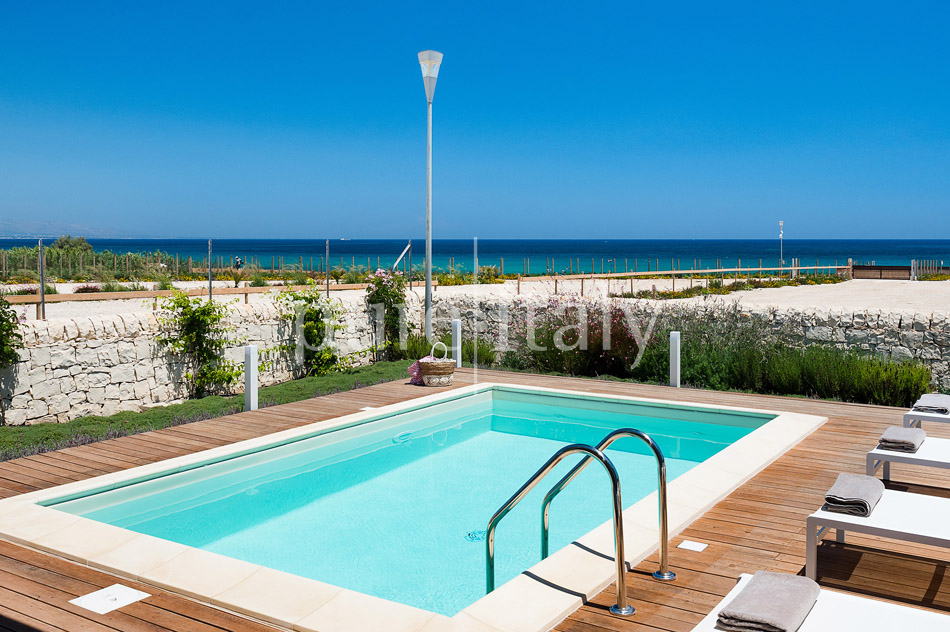 Beachfront villas with pool, Sicily's south-east coast | Pure Italy - 4