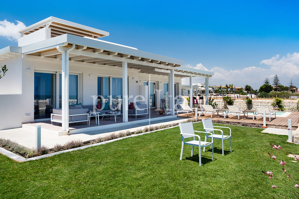 Beachfront villas with pool, Sicily's south-east coast | Pure Italy - 11