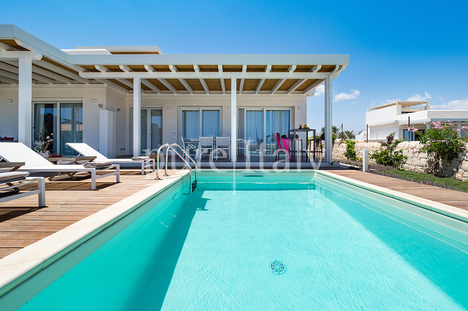 Beachfront villas with pool, Sicily's south-east coast | Pure Italy - 12