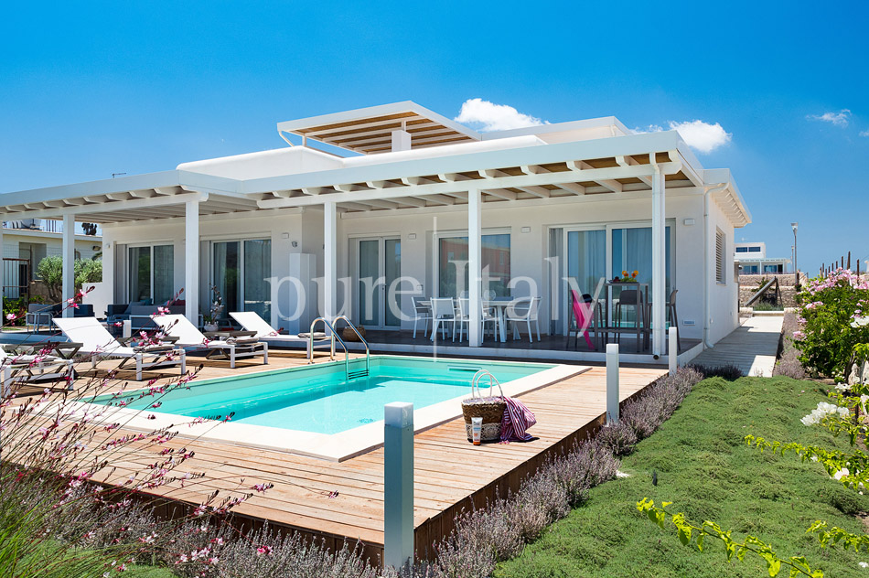 Beachfront villas with pool, Sicily's south-east coast | Pure Italy - 14