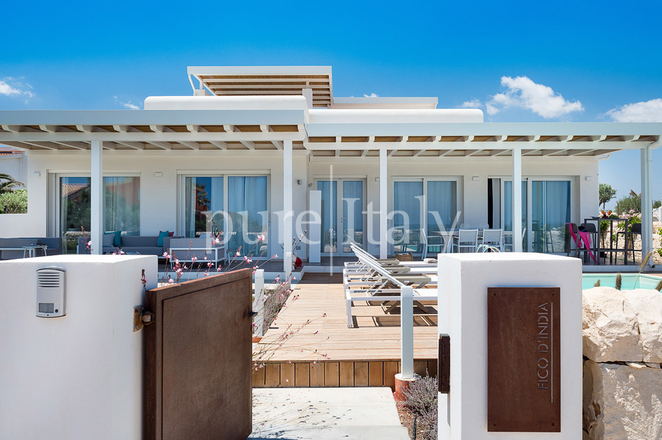 Beachfront villas with pool, Sicily's south-east coast | Pure Italy - 16