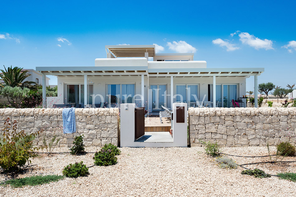 Beachfront villas with pool, Sicily's south-east coast | Pure Italy - 17