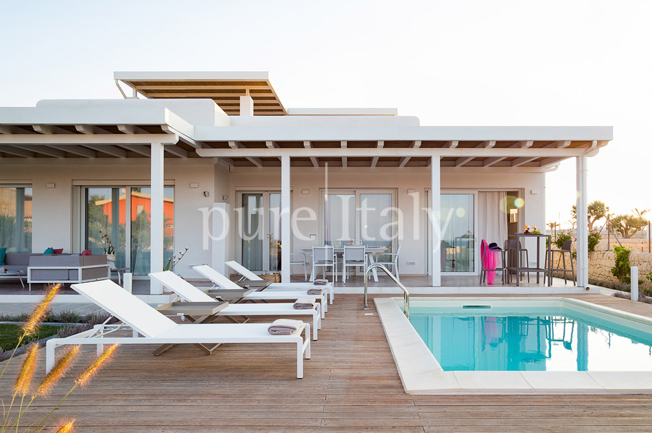 Beachfront villas with pool, Sicily's south-east coast | Pure Italy - 42