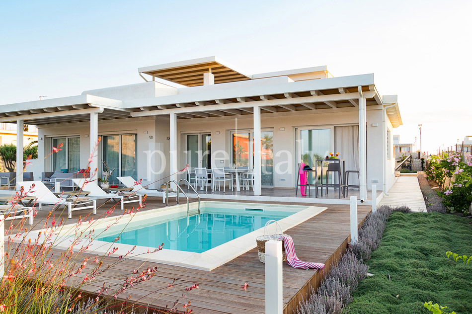 Beachfront villas with pool, Sicily's south-east coast | Pure Italy - 43