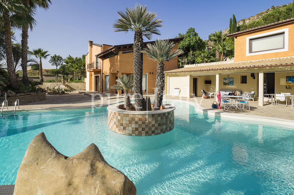 Villas with pool and wellness area, Sicily's south coast|Pure Italy - 13