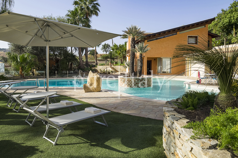 Villas with pool and wellness area, Sicily's south coast|Pure Italy - 14