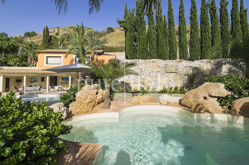 Villas with pool and wellness area, Sicily's south coast|Pure Italy - 15