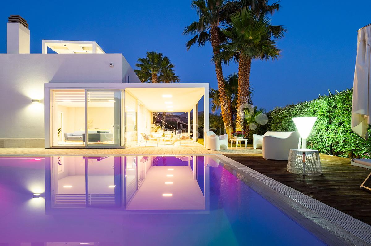 Villa Bellini Designer Villa zur Miete mit Pool in Cornino Sizilien - 2