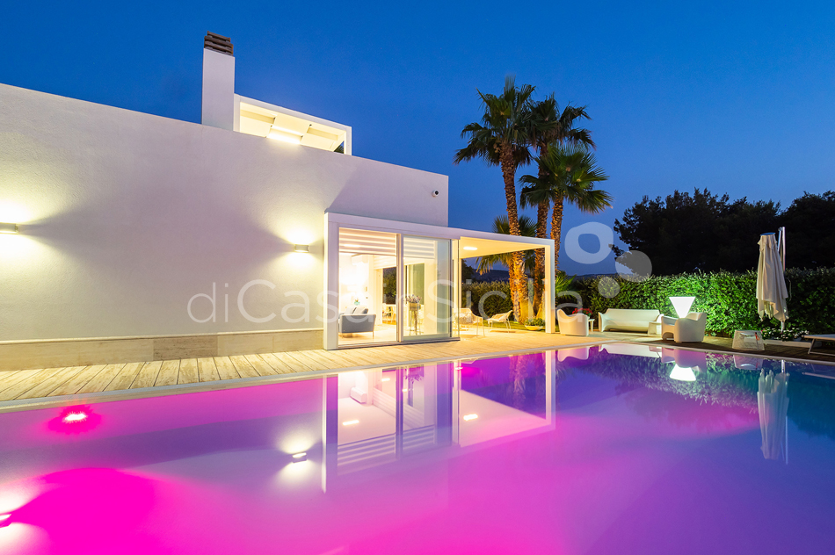 Villa Bellini Designer Villa zur Miete mit Pool in Cornino Sizilien - 3