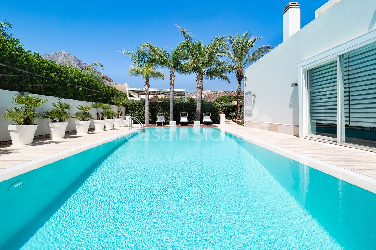 Villa Bellini Designer Villa zur Miete mit Pool in Cornino Sizilien - 8