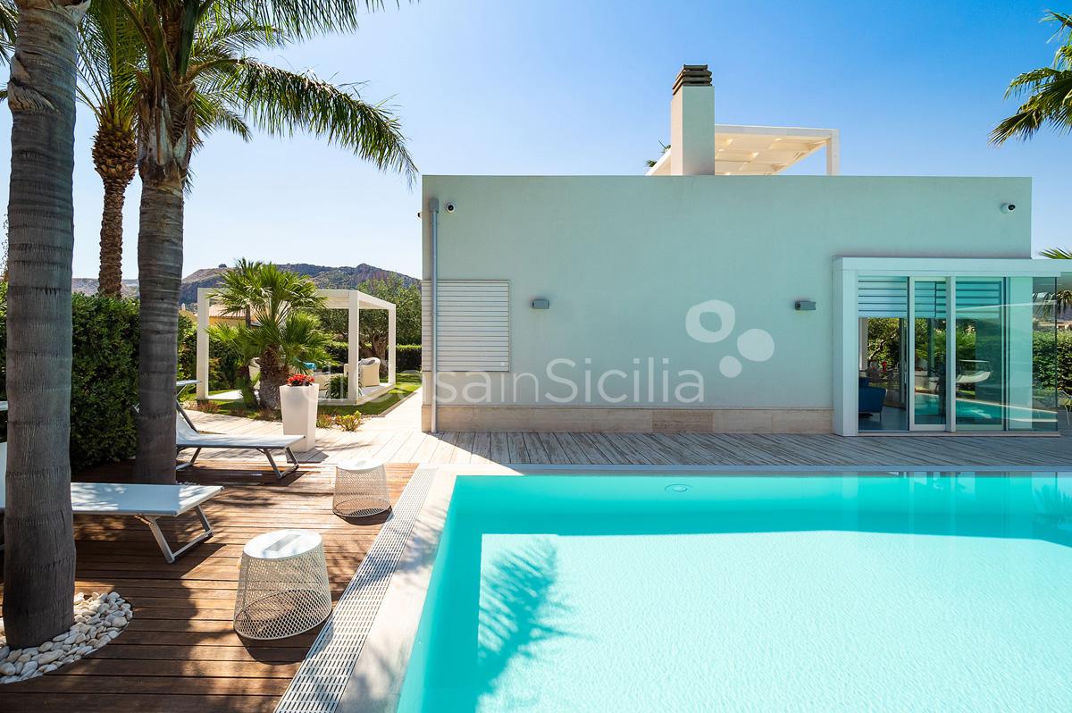 Villa Bellini Designer Villa zur Miete mit Pool in Cornino Sizilien - 11