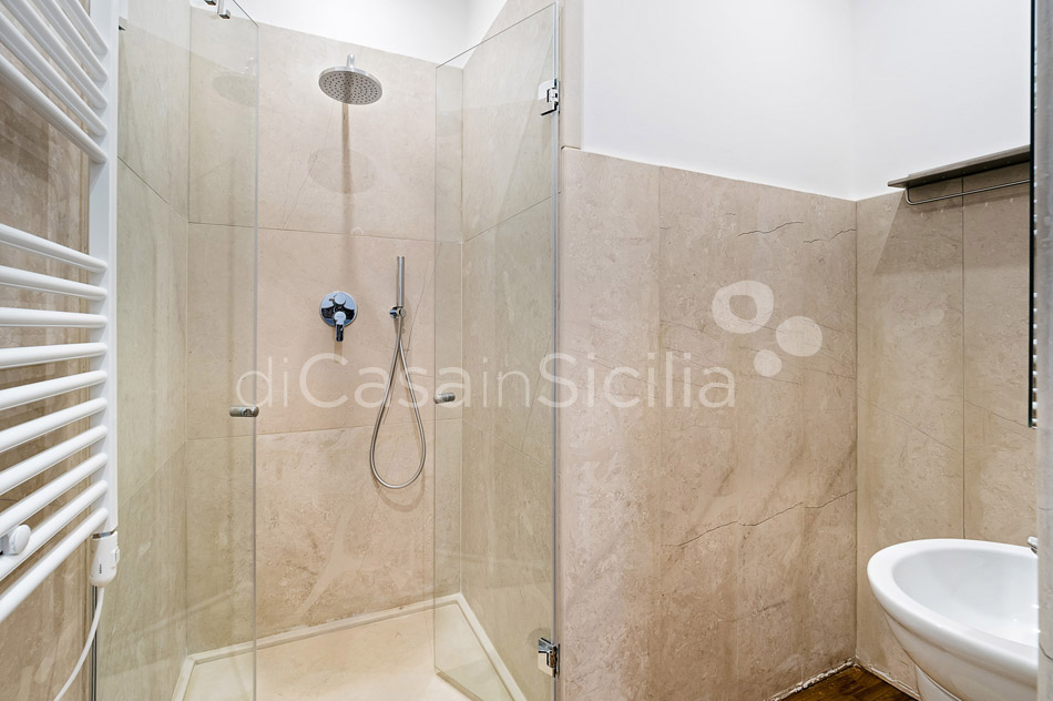 Duomo Suite Luxury Seafront Apartment for rent in Syracuse Sicily - 32