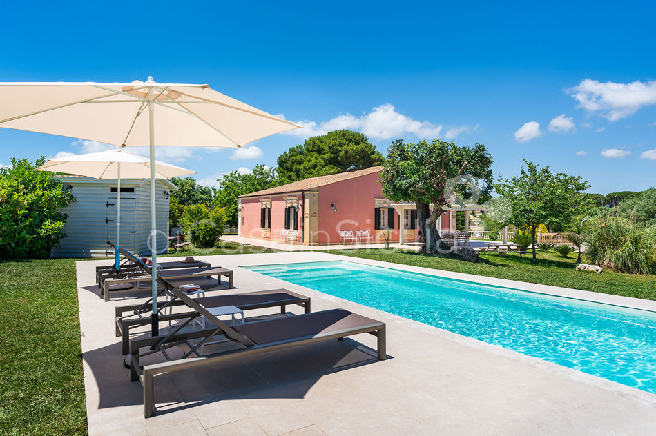 Gira Sole Sicily Villa Rental with Pool by the Beach Fontane Bianche - 3