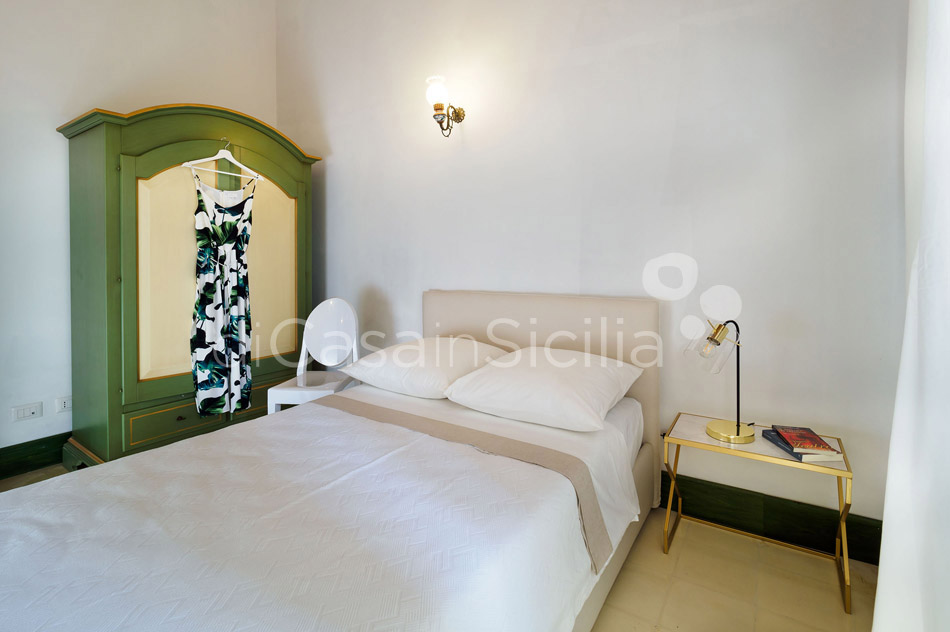 Gira Sole Sicily Villa Rental with Pool by the Beach Fontane Bianche - 37