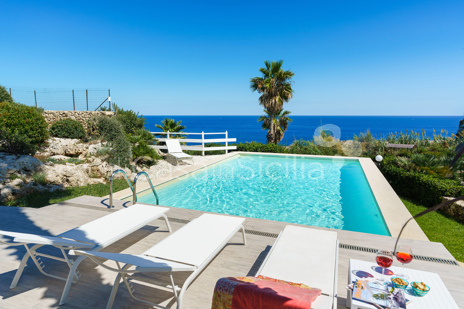 Villa del Mito Seafront Villa Rental with Pool near Syracuse Sicily - 12